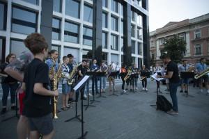 sax_sviranje mladih saksofonista _ispred_MUZE - Copy copy